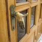 Handle Pintu Berbentuk Unik