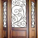 Keindahan Pintu Kayu Dengan Ornamen Ukir Besi Dan Kaca